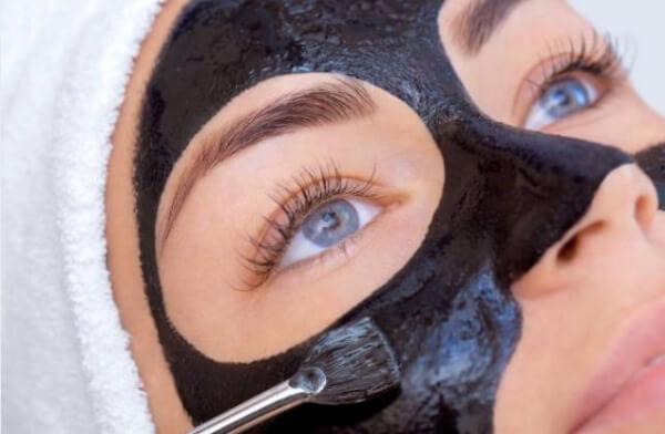 маска за лице с активен въглен