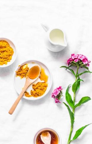 мед, мляко, цвете