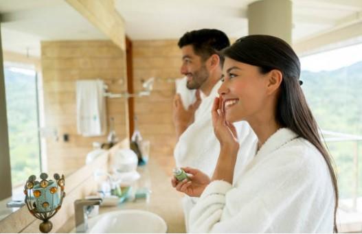 мъж и жена в баня