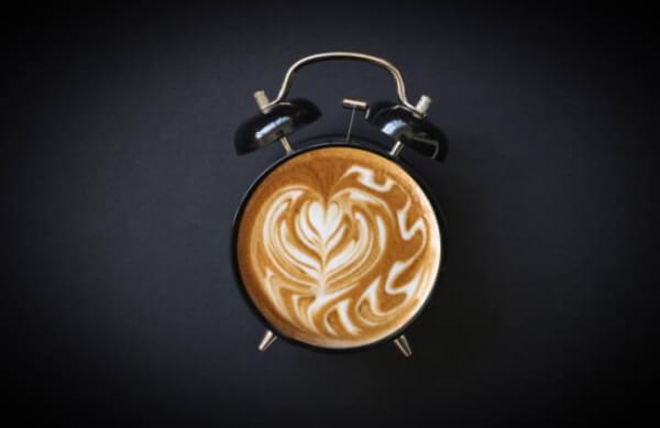 будилник, кафе