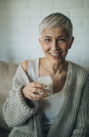жена пие кефир